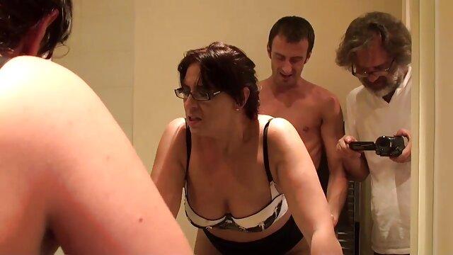 Meilleur porno sans inscription  Niani s'amuse à baiser sa chatte poilue avec un jouet. film porno gratuit xxx