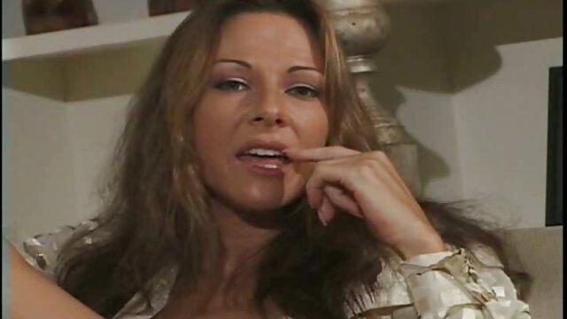 Meilleur porno sans inscription  Une jeune film porno français amateur gratuit blonde parfaite avec de beaux seins se fait fesser avant une baise anale dure
