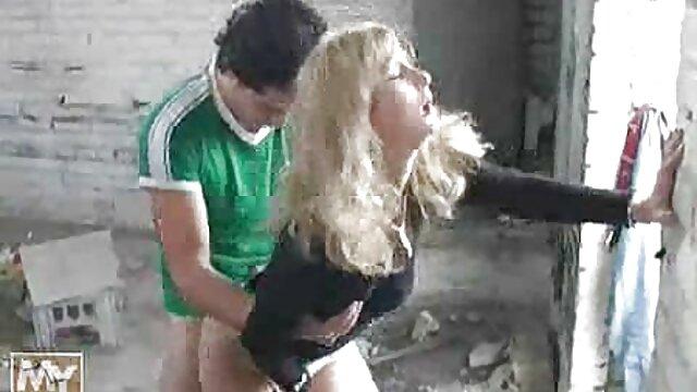 Meilleur porno sans inscription  Une petite filme amateur x adolescente innocente aux seins cloue sa chatte avec un gode