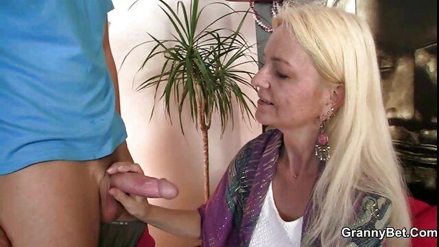 Meilleur porno sans inscription  Black baise une MILF avec la langue percée et regarder film porno xxx son niner.